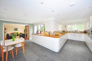 panele podłogowe czy płytki w kuchni, Panele podłogowe czy płytki w kuchni?